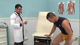Paciente sarado dando gostoso para o seu medico ativo