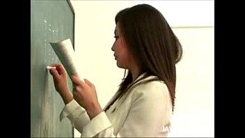 หนังโป๊ AVครูเค้าเงี่ยน เลยจัดให้หนึ่งดอก ปิดห้องเรียนเสียว18+ youjizz pornhub เลียหีจนล้ม เสียบหีเย็ดจนคราง