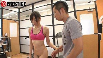 【上原瑞穂】トレーニング中の男性をしゃぶりまくる激エロなインストラクター