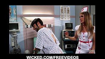 คลิ๊ปโป๊ คลิปx หมอหื่นจับพยาบาลสาวเย็ดกันในคลินิก เจอทั้งเข็มฉีดยา เจอทั้งเข็มควยยาว