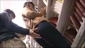 【痴漢・レイプ】図書館でいきなり男に手マンされ床がビショビショになるほどの大量潮吹き。それで満足せずトイレに連れ込みノンストップ潮吹きの駅弁ファック