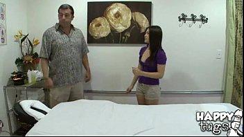หนังx คลิ๊ปโป๊ สาวไทยนวดน้ำมันให้ฝรั่งนวดไปนวดมาเงี่ยน