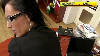 คลิ๊ปโป๊ คลิปx สาวแว่นออฟฟิตหิวควย นั่งอมควยพนักงานชายในออฟฟิศ อมสดแตกปาก โม๊กเก่งเด็ดจริง