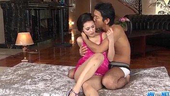 หนังโป๊ หนังxxx มิยาบิดาวโป๊โดนหนุ่มหล่อจับดูดนมกระเด้าเย็ดหีเล่นท่ายากลีลาเด็ด