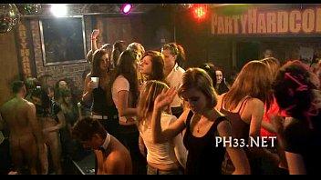 คลิ๊ปโป๊ คลิ๊ปโป๊ พาเที่ยวทั้งหี ช่วยรุมโทรมพวกหนูทีเถอะ ปาร์ตี้เซ็กส์ของหญิงวัยรุ่นในผับดัง