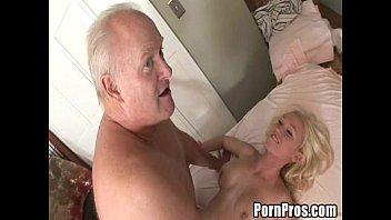 Pai fodendo com a sua filha danadinha