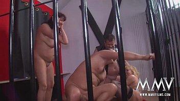 คลิปxฟรี รุมโทรมในคุก สาวอ้วนเงี่ยนจัดติดคุกเพราะชอบไปข่มขืนผู้ชาย เข้าคุกมาโดนสวิงกิ้งจนหายเงี่ยน