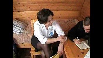 คลิปx หนังxxx ครูใหญ่ชวนนักเรียนชายมาสอนเสียวถึงห้องนอน xxx ระหว่างควยเด็กน้อยกับหีสาวใหญ่