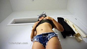 Mlada punca nam na spletni kameri pokaže svoje sexy telo