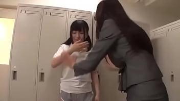 【小早川怜子安達まどか】金で友達を売る腐った教え子のJKを巨乳女教師がレズテクで矯正する【熟女アダルト動画】