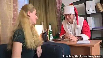 หนังx freeporn เลขาสาวโดนเจ้านายฉลองในคืนคริสต์มาส ยอมลงทุนแต่งตัวซานตาครอส เพื่อนัดเย็ดเธอโดยเฉพาะเลย 18+
