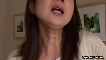 คลิปx แม่เลี้ยงสาวรุ่นใหญ่ขี้เงี่ยนแอบเล่นเสียวกับลูกเลี้ยงหนุ่มตอนที่ผัวออกไปทำงาน