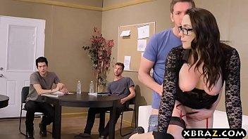 คลิปx หนังxxx อาจารย์สาวรุ่นใหญ่หุ่นโคตรเซ็กซี่แหกหีให้พวกลูกศิษย์หนุ่มๆกระแทกหี