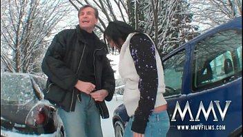 หนังx หนังxฟรี ชายหญิงเอากันกลางหิมะ อากาศมันหนาวต้องเย็ดกันให้ร่างกายเร่าร้อน