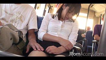 คลิ๊ปเสียว JAV ข่มขืนสาวสวยบนรถเมล์ XxX ผู้ชายสี่คนรุมเย็ดกระแทกหีแบบขัดขืนไม่ได้ จับเย็ดro89กระเด้าแตดรัวครางลั่นรถ