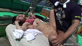 หนังx คลิปสาวตกน้ำโดนเรือประมงช่วยชีวิตไว้ แต่ไม่วายโดนลูกเรือรุมโทรหีงานนี้พังแน่นอนไม่ได้เจอหีมานานเงี่ยนกันมากสะใจเลย