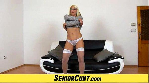 Минет, одела сексуальный эротический костюм для своего парня видео