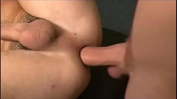 Branquinho safado pagando um boquetão e sentando na rola