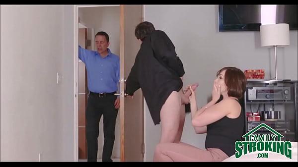 Tia gostosa entra na rola do sobrinho e marido pega