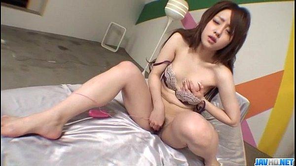 Novinha gostosa asiática com dildo rosa na masturbação