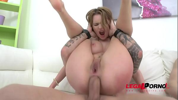 Loirinha sendo destruída no xvideo anal