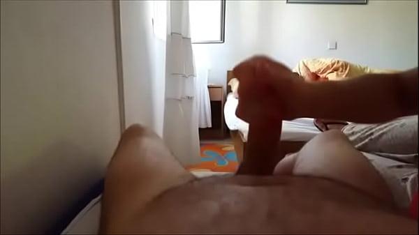 Morena de meia calça se masturbando com consolo e tendo orgasmo