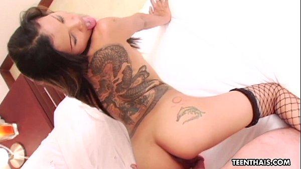 Filme de sexo prostituta asiática tira virgindade do garoto