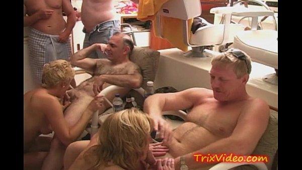 Videos de Sexo Amateur european housewives in orgies