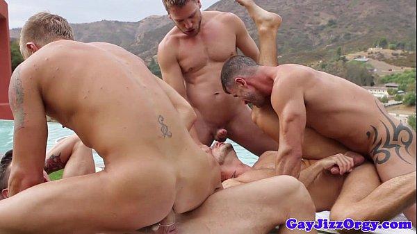 Confira essa putaria gay que rolou na casa de praia