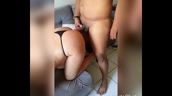 Rabuda safada casada dando no sofá