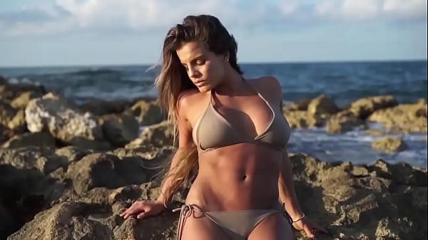 Alejandra Baigorria muestra el culo