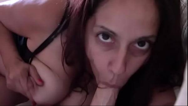 Mãe pagando boquete no filho em vídeo de incesto proibido