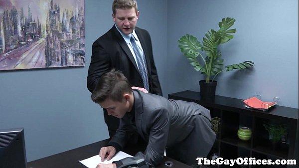 Sexo gay no escritório com secretario novinho da rola grande
