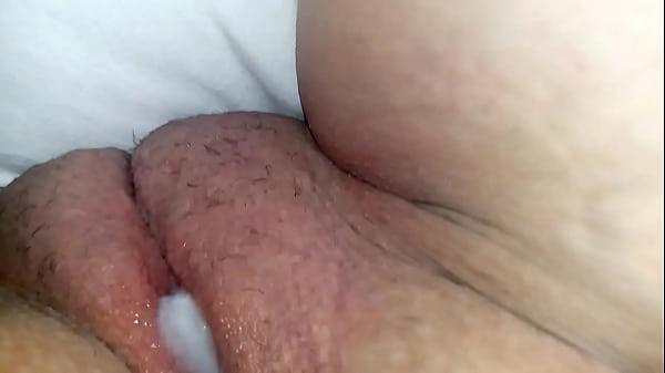 Essa morena sensacional ficou peladinha para a webcam mostrando seu lindo corpo
