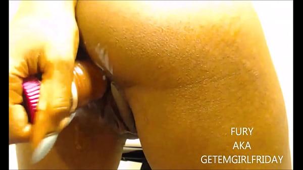 Tia se masturba e mostra a xota deliciosa