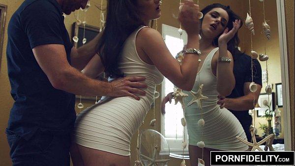 Putinha linda popozuda do porno transando gostoso