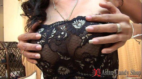 Asiática peituda top sexy em boquete