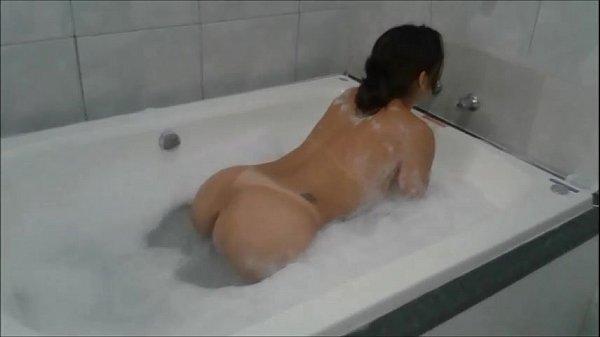 Asiática fodendo gostoso e gemendo na hora do orgasmo