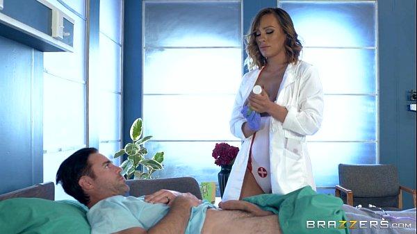 Dentista morena safada gostosa curando o paciente