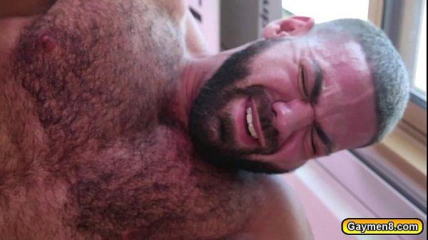 Pai dando aula de sexo para filho safado com tesão na picanha