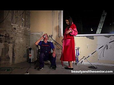 Sexy adolescente anina fijado por el viejo juan