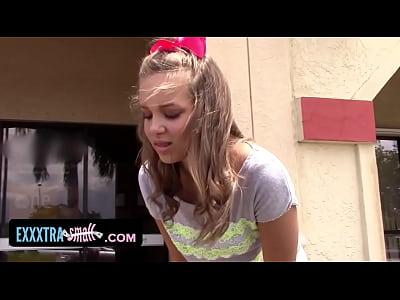 Exxxtrasmall - brace enfrentan spinner se la follan por el día de los padres
