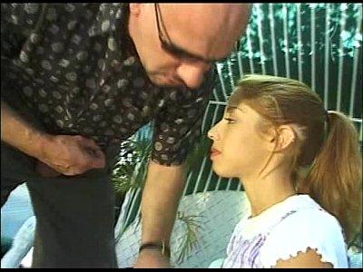 Vika - jugar a la virgen niña