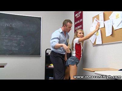 Innocenthigh profesor se folla a smalltits rubia adolescente