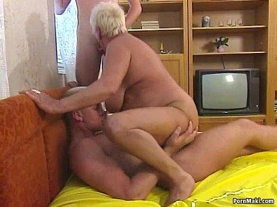 Porno Videos Busty blonde granny enjoys threesome fucking