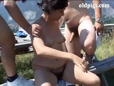 50enne ripaga il corriere con la sua esperienza sessuale - 3 part 1