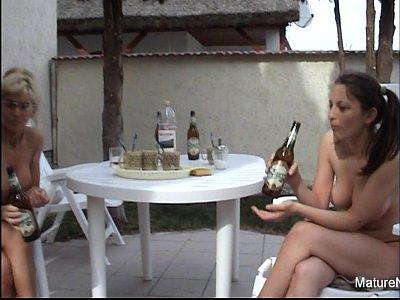 Mature blonde gets anal (7 min)