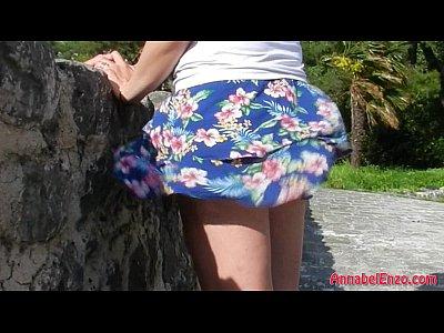Viento desnuda sin ropa interior en público