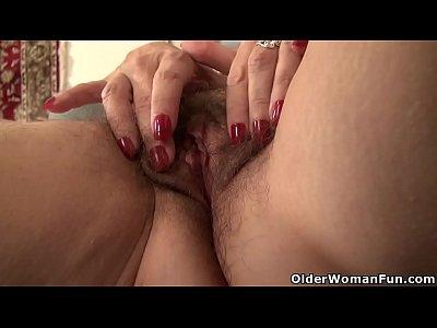 American gilf Melody Garner rubs her hairy pussy (6 min)