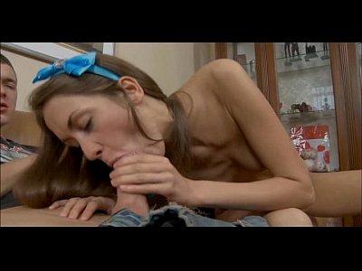 Increíble adolescente ruso toma completa anal atención de un tipo con suerte